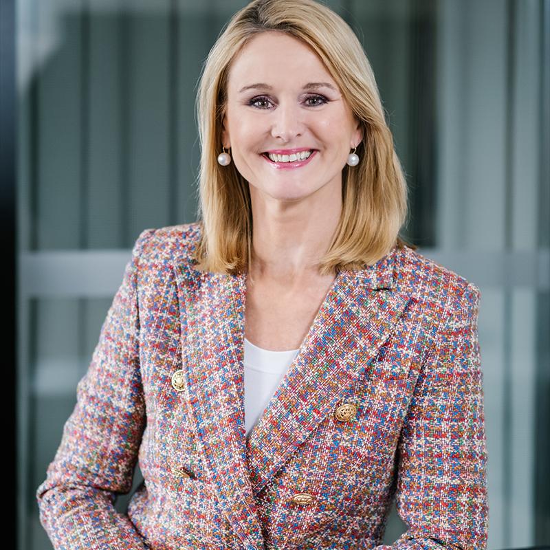 Dr. Ariane Reinhart,